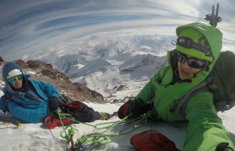 Київські альпіністи розпочали новий рік зимовим сходженням на Казбек